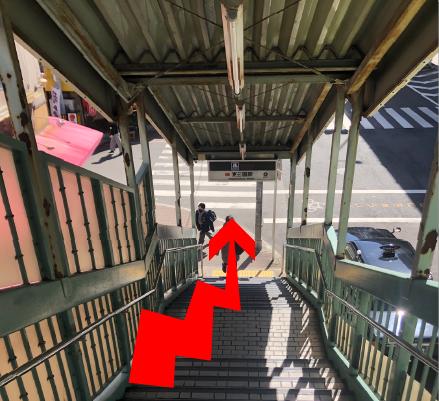 階段を降ります。